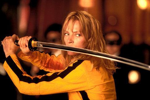 The Bride (Uma Thurman) se piensa si afeitarlos uno a uno o todos de golpe
