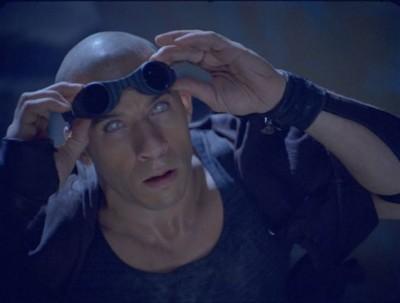 Riddick y sus ojos preparados para la oscuridad