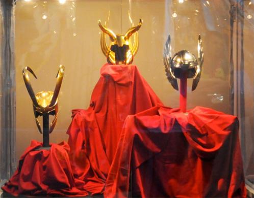 Los cascos de Loki, Odín y Thor