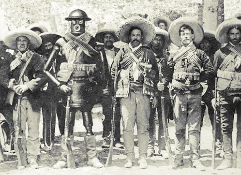 Boilerplate en una foto de archivo junto a Pancho Villa