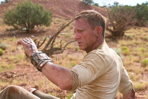 Jake Lonergan (Daniel Craig) descubre que posee un objeto no muy común en el lejano oeste