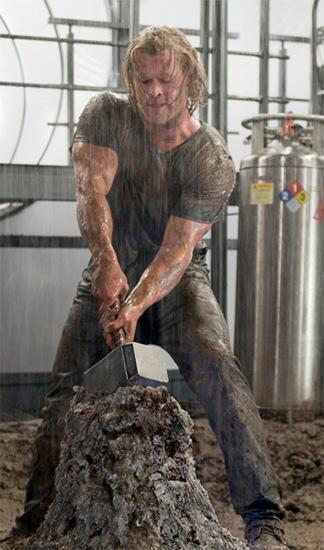 Nueva imagen de Thor recuperando a Mjölnir