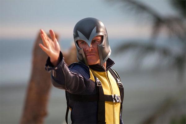 Magneto demuestra su destreza como maestro del magnetismo