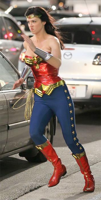 Adrianne Palicki como Wonder Woman en la nueva serie de televisión
