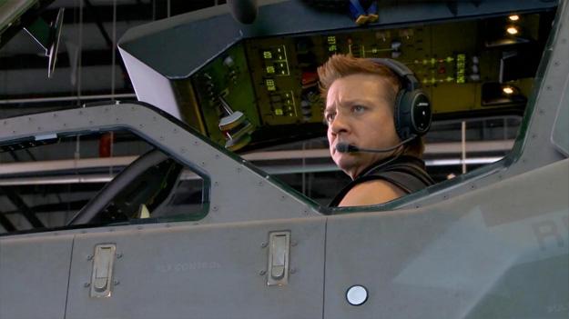 Nueva imagen de Los Vengadores: Ojo de Halcón en un jet de E.S.C.U.D.O.