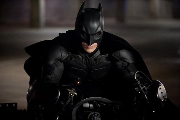 Batman montado sobre la Batpod