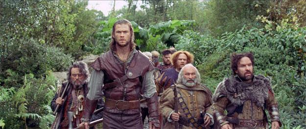 """Nueva imagen de Blancanieves y la leyenda del cazador con todo el pack de """"enanos"""""""