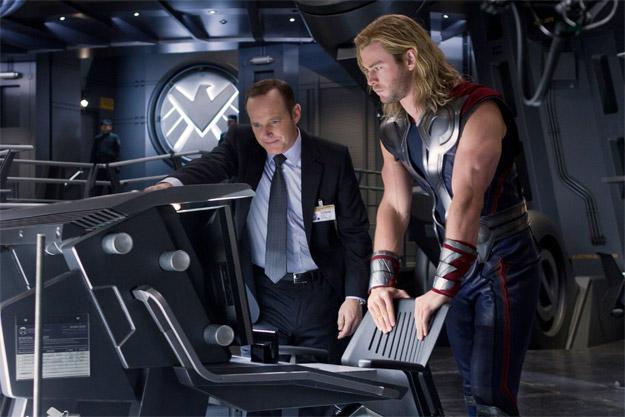 Nueva imagen en alta resolución del Agente Coulson y Thor en Los Vengadores