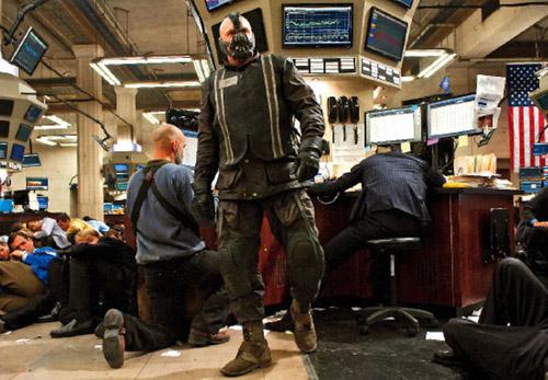 Bane se cuela en la bolsa de Gotham y no precisamente para invertir