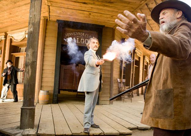 Nueva imagen de Django desencadenado... Christoph Waltz como el Dr. King Schultz aplicando su ley