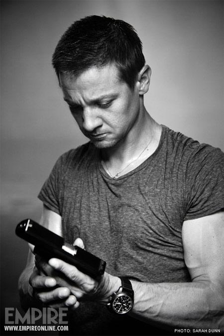 Imagen de promoción de The Bourne Legacy... quiero ese reloj