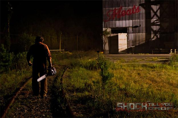 Primera imagen del nuevo Leatherface, de espaldas, en Texas Chainsaw 3D