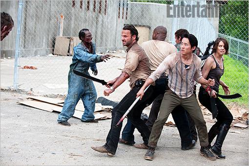 """Al fin conocemos a los zombis de la cárcel de """"The Walking Dead"""""""