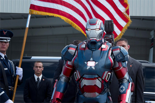 Iron Patriot jurando bandera