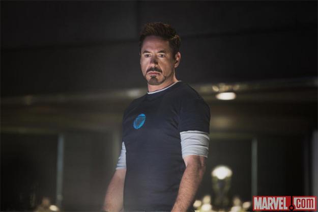 Tony Stark con cara de preocupación