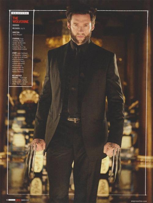 Al bueno de Logan le han dejado la corbata un pelín corta para mi gusto