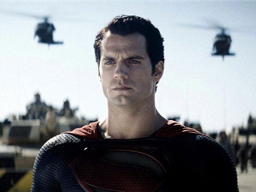 Henry Cavill como Superman, serio ante lo que se le viene encima en El hombre de acero