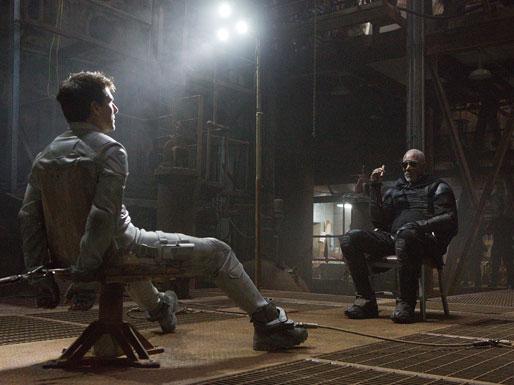 Tom Cruise y Morgan Freeman en Oblivion