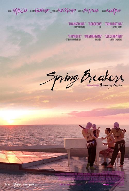 Fabuloso cartel de Spring Breakers en uno de los momentos más geniales del film