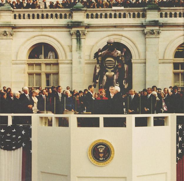Ronald Reagan, el actor que llegó a ser presidente, prestando juramento con los Centinelas vigilando el acto