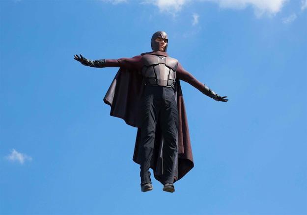 Así levita el bueno de Magneto