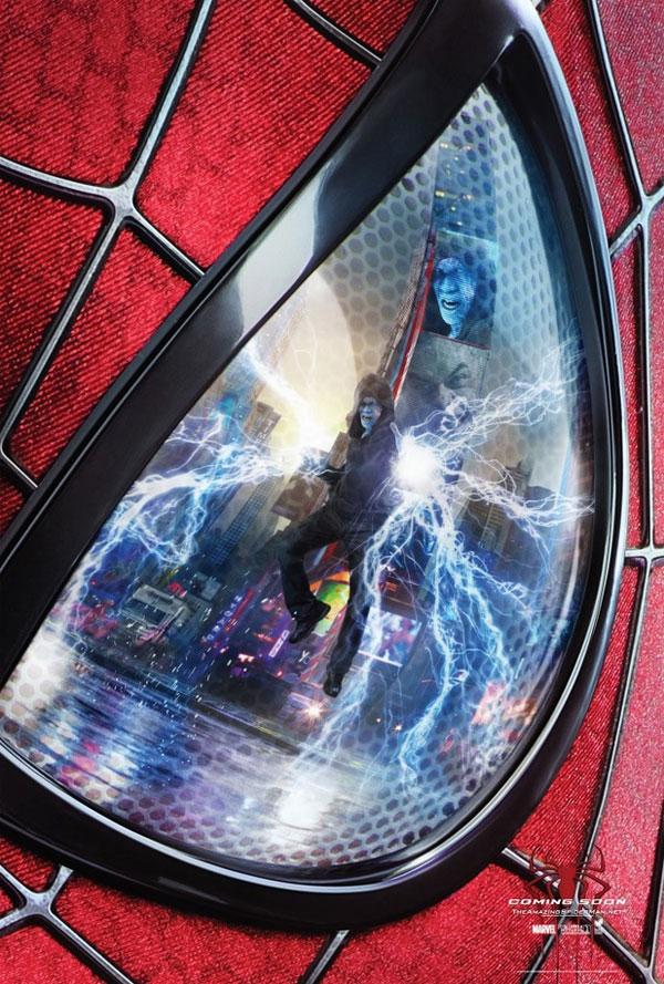 Electro en el reflejo del ojo de la máscara de Spider-Man