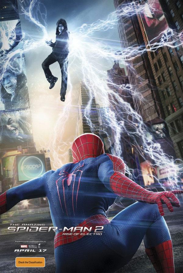 Electro casi a ras de suelo y atacando a Spider-Man