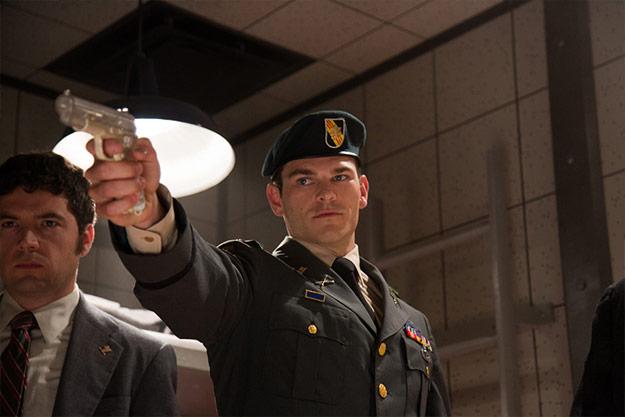 Stryker con una pistola muy especial... la antimagneto