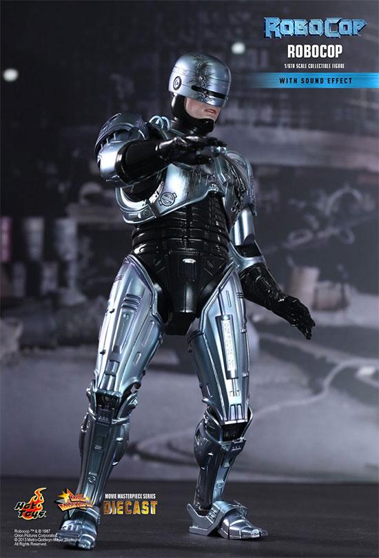 RoboCop por HotToys