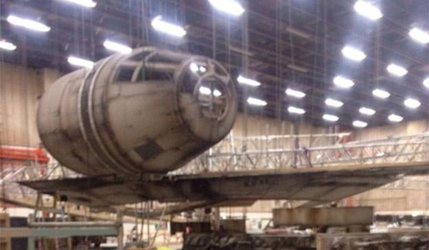 Y TMZ sigue filtrando más fotos del rodaje de Star Wars: Episode VII... esta foto era un secreto a voces y en Pinewood (Londres)