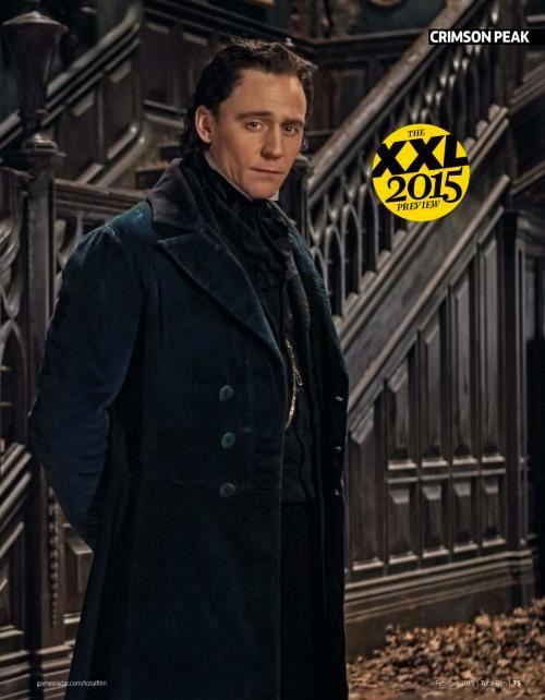 Otra vez Hiddleston posando con traje de época
