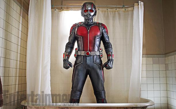 El traje de Ant-Man en la bañera