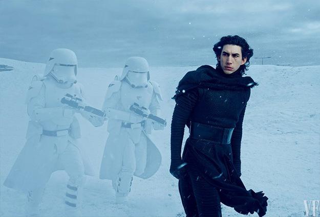 Adam Driver es Kylo Ren, que comanda sus Snowtroopers de la Primera Orden
