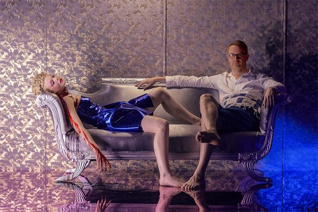 Nicolas Winding Refn y un cadáver en The Neon Demon