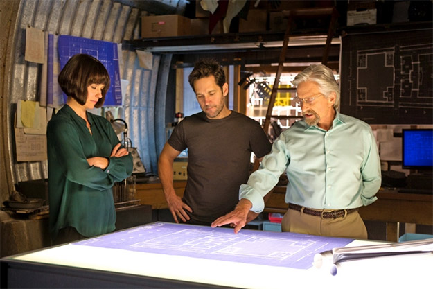 Hope Van Dyne, Scott Lang y Hank Pym planificando