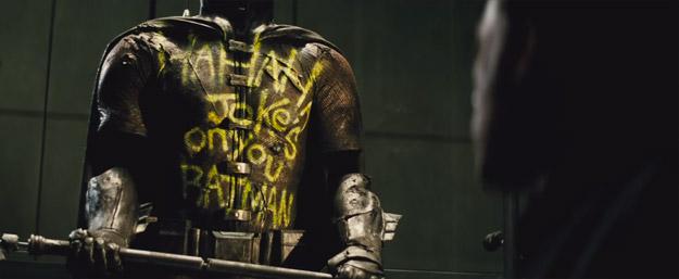 El traje de Robin... y la macabra frase de Joker