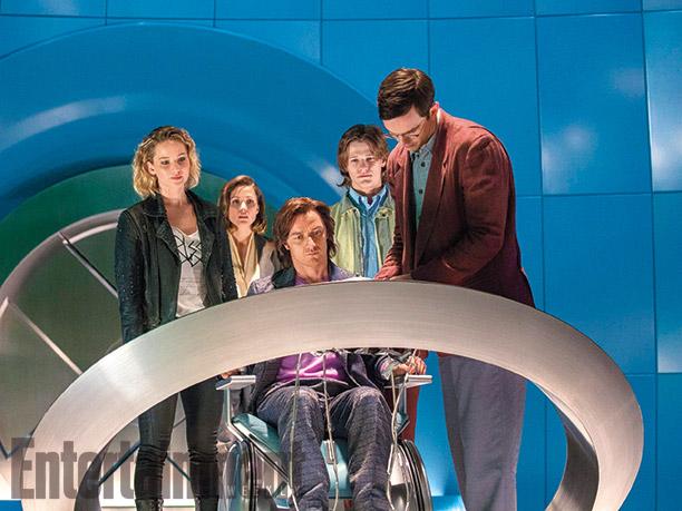 Raven / Mystique (Jennifer Lawrence), Moira MacTaggert (Rose Bryne), Charles Xavier (James McAvoy), Alex Summers / Havok (Lucas Till), y Hank McCoy / Beast (Nicholas Hoult)