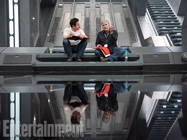 J.J. Abrams acompañado por Lawrence Kasdan