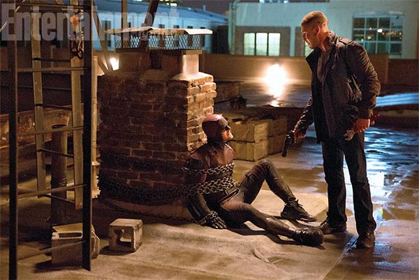 Daredevil en una posición nada cómoda ante Frank Castle AKA el Castigador