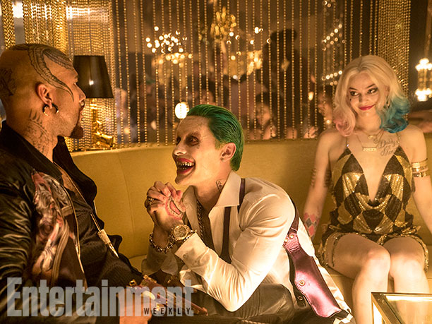 Common como Monster T compartiendo charla con El Joker y Harley Quinn