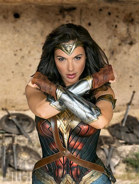 La clásica pose de Wonder Woman... más posada imposible