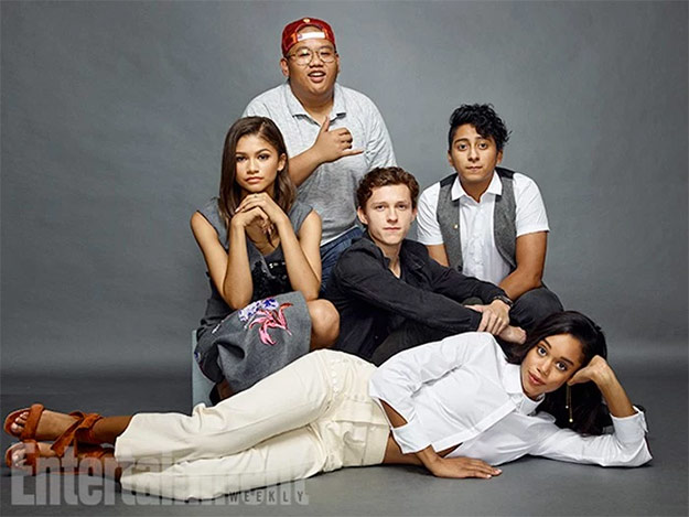 Arriba Jacob Batalon. Debajo Zendaya, Tom Holland y Tony Revolori. Debajo Laura Harrier