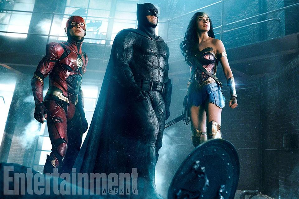 Flash, Batman y Wonder Woman en Justice League... pulsad para ampliar