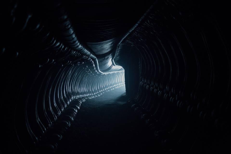 Uno de esos pasillos que tanto nos deberían sonar... Alien: Covenant