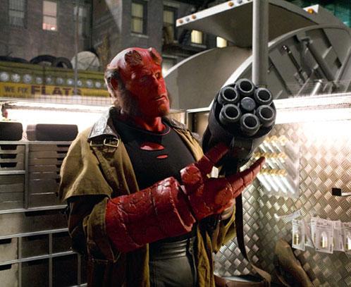 Hellboy II: The Golden Army. Hellboy y su nuevo juguetito