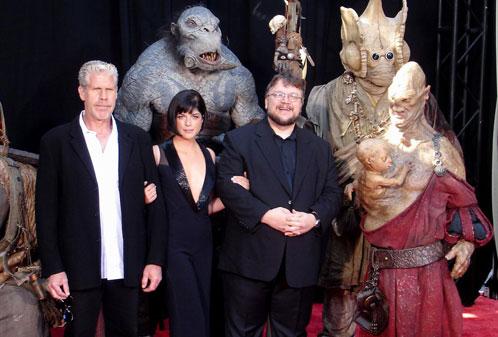 Ron Perlman, Selma Blair, Guillermo del Toro y unas cuantos amigos en la premiere de Hellboy II: El Ejército Dorado
