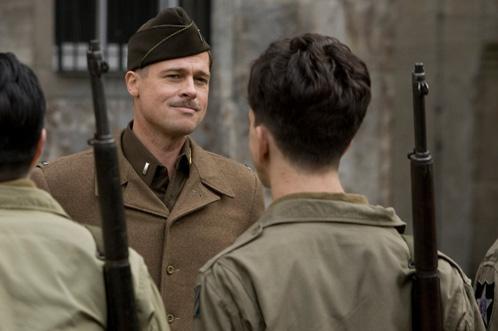 Brad Pitt como el Teniente Aldo Raine... importante la marca de la soga
