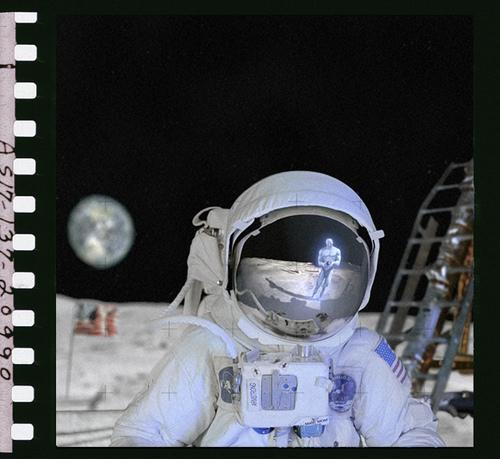 Neil Armstrong siendo fotografiado por el Doctor Manhattan