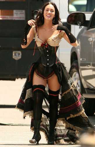 Megan Fox encorsetada hasta las orejas