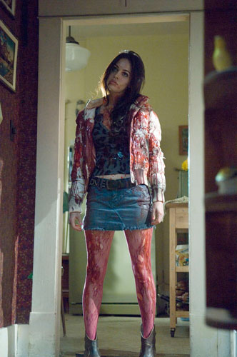Jennifer Check (Megan Fox) en estado comatoso